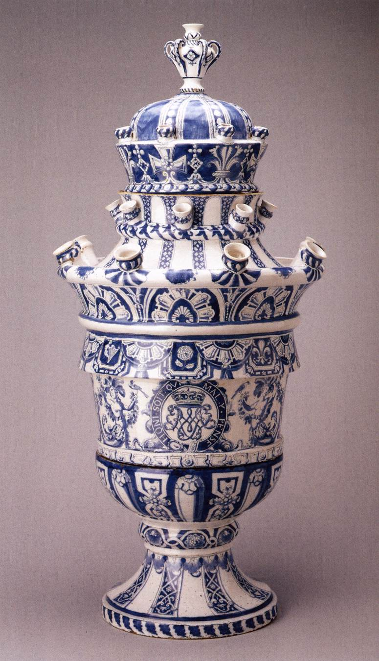 Tulip vase with the arms of Willem III