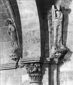 Statues at the springing of the vaults